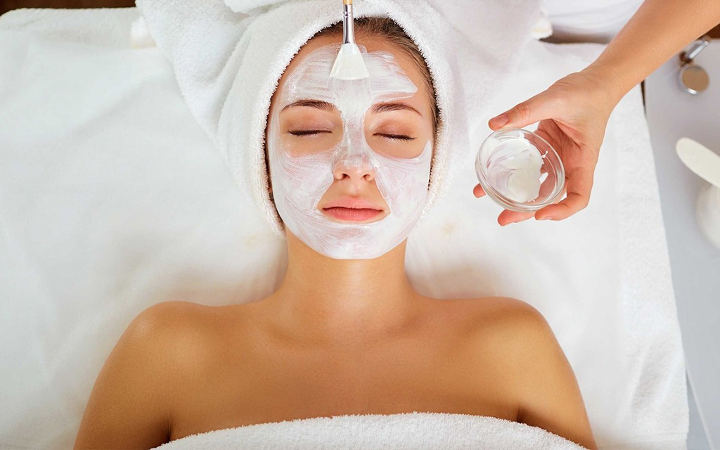 Facial cleansing process at beauty by laser